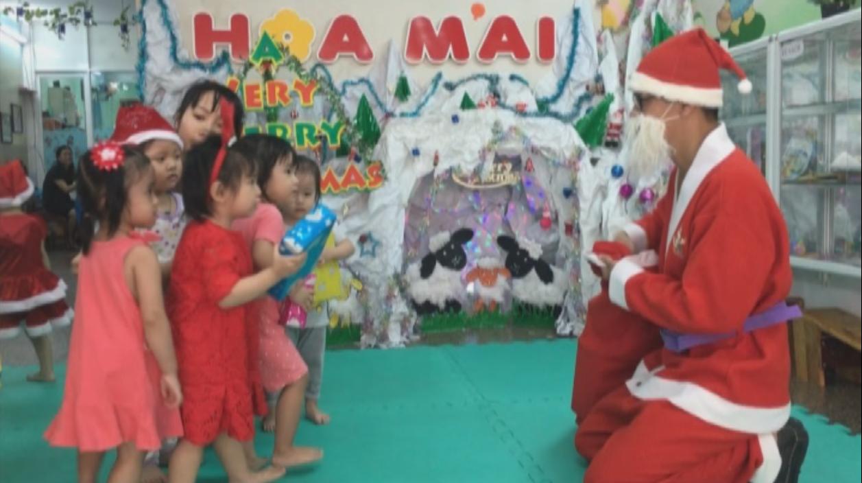 Video về hoạt động đón giáng sinh cho các bé